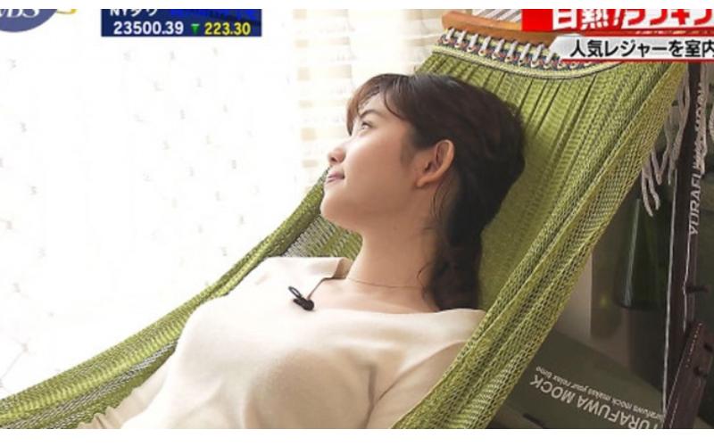 日本夜間財經節目竟搞錯屏?美女主播爽躺吊床...滿滿畫面感好舒服!